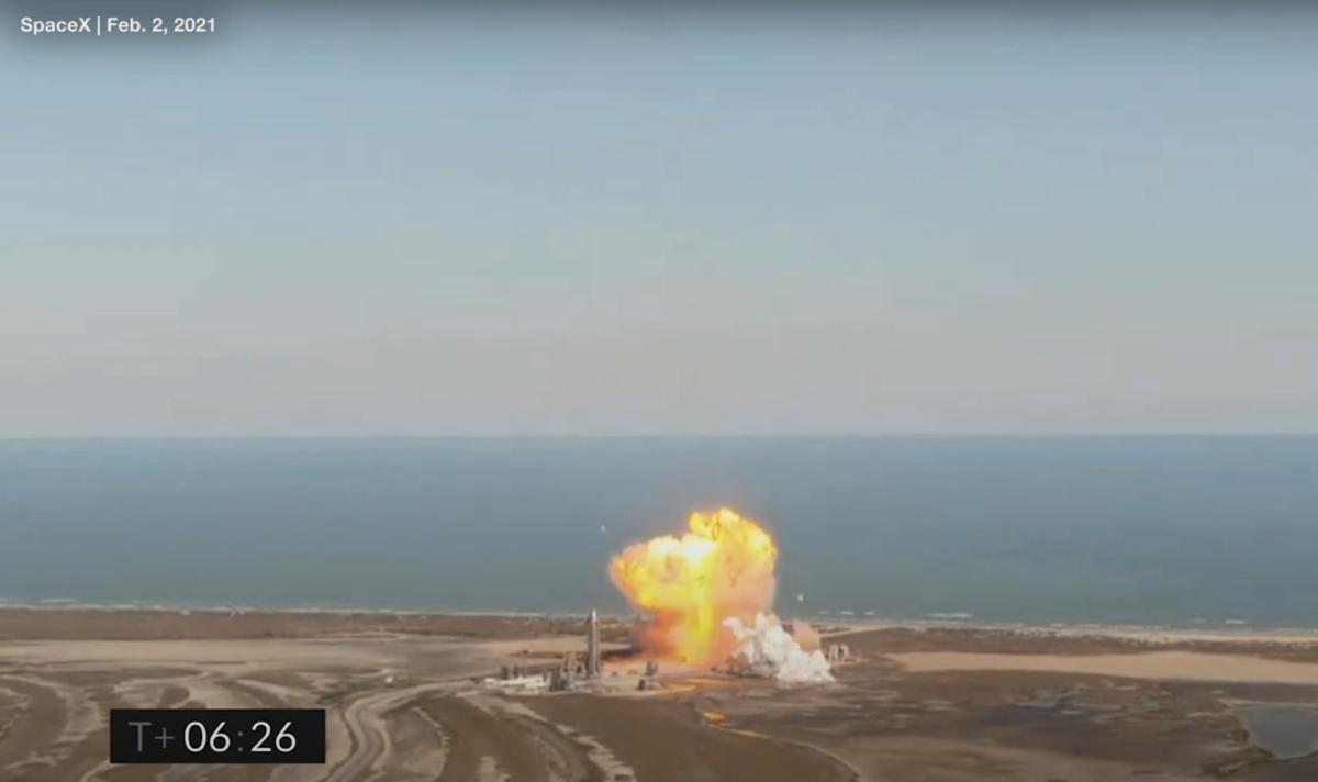 SpaceX2月2日進行了一次高空試飛,著陸時於發射台附近發生爆炸。(SpaceX片段截圖)