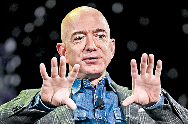 貝佐斯2019年在亞馬遜的機械人和人工智能大會上講話。(Getty Images)