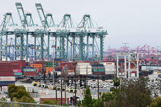 港口疫情爆發 洛杉磯港和長灘港癱瘓