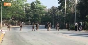 緬甸兩大掌權者對決 外界關注未來民主走向