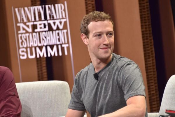 馬克.朱克伯格(Mark Zuckerberg)承諾臉書(Facebook)將會採取行動應對該網站不斷出現的假新聞和推送。(Mike Windle/Getty Images for Vanity Fair)