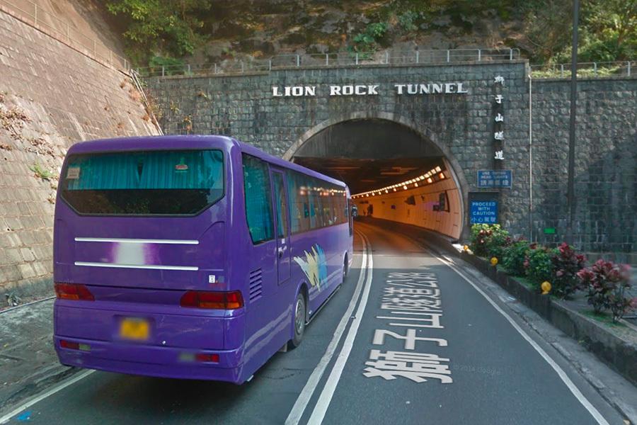 運輸署提醒市民,為配合獅子山隧道九龍出口的道路維修工程,獅子山隧道九龍方向慢線將於8月27日(星期六)晚上10時至8月29日(星期一)凌晨4時間臨時封閉。(Google街景服務)