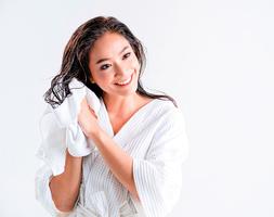 頭髮如同皮膚 素顏最好 女醫師不用化學產品 只用熱水洗頭