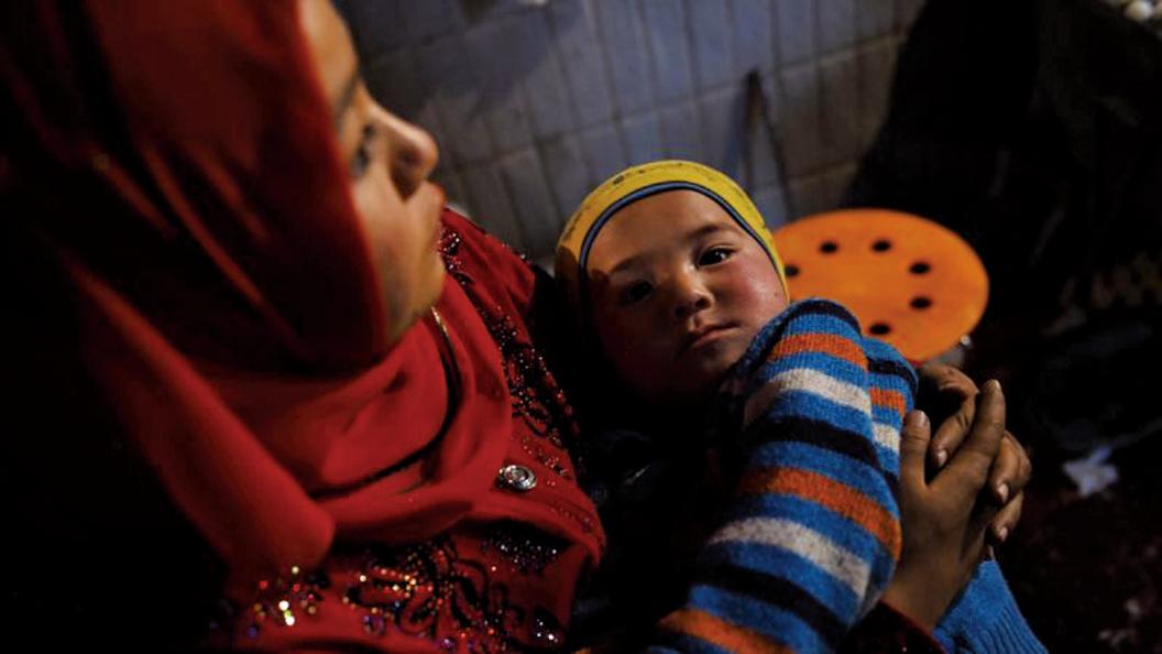 一名流亡海外新疆公務員披露,她認識一個小女孩,在「再教育營」遭強暴,釋放後帶著一個嬰兒回家。示意圖(GREG BAKER/AFP/Getty Images)
