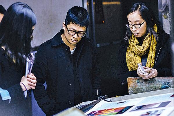 聯經出版社創意總監暨《聯合文學》雜誌總編輯王聰威(中)。