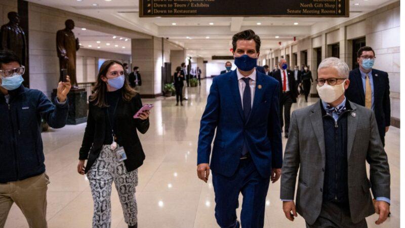 美參議院對前總統特朗普的彈劾審判將於2月8日(下周一)開始舉行。任彈劾案的辯護律師認為「特朗普有足夠的理由贏」。圖為佛州眾議員馬特‧蓋茲(中)在美國國會大廈。(Tasos Katopodis/Getty Images)
