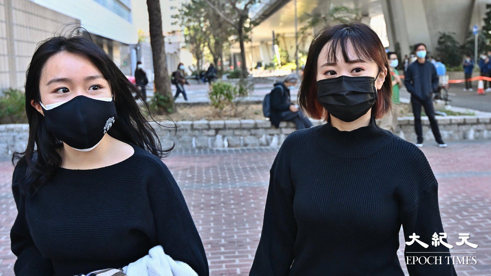 袁嘉蔚(右)和梁凱晴(左)。(宋碧龍/大紀元)
