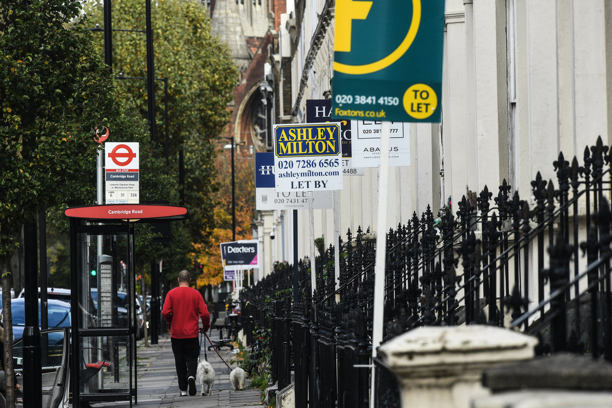 英國1月樓市按月微跌0.3%,Halifax銀行董事總經理 Russell Galley認為已浮現漲勢緩和先兆。(Peter Summers/Getty Images)