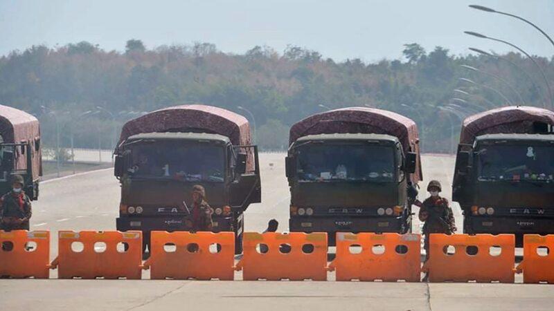 緬甸軍方封鎖面書防組織示威 三指手勢風靡緬甸