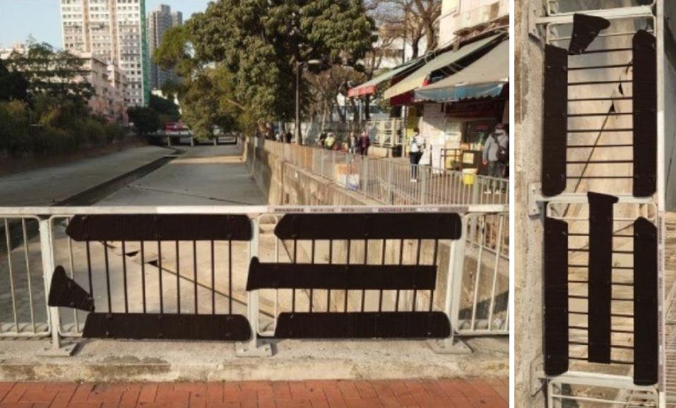 陳敬倫創作的雙向字橫額「自由」挂在欄杆上。右圖是把「自由」剪貼竪起來看的效果。(大紀元合成圖)
