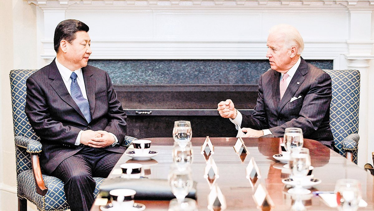 圖為2012年2月14日,時任美國副總統拜登(Joe Biden,右)和時任中共國家副主席習近平在白宮會面。(Chip Somodevilla/Getty Images)
