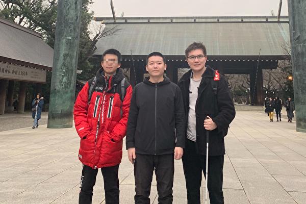 2019年1月牛騰宇在日本旅遊。圖中為牛騰宇,圖右為網站創辦人肖彥銳。(受訪者提供)