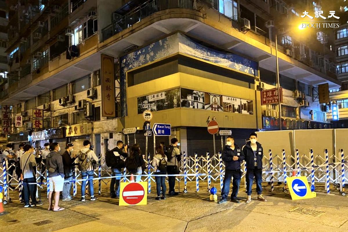 警務處助理處長、西九龍總區指揮官陶輝10時左右到場視察約10分鐘上車離開。(梁珍/大紀元)