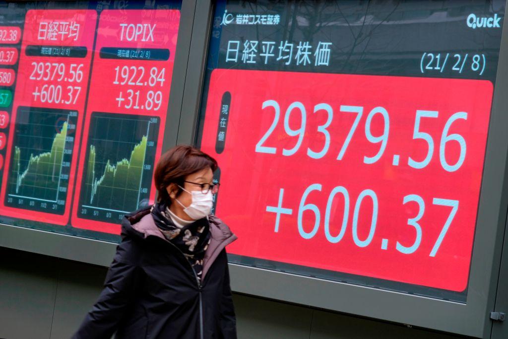 日本今天(2月8日)公佈最新經常賬數字,12月份錄得盈餘1.17萬億日圓。(KAZUHIRO NOGI/AFP via Getty Images)