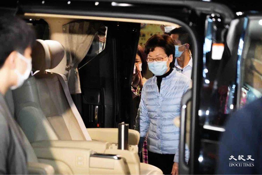 【圖片新聞】林鄭晚間落區視察 被市民質問封區是否擾民