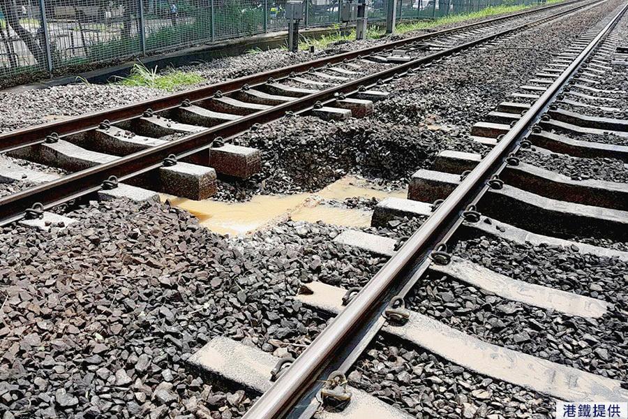 港鐵發言人回應水管爆裂致列車延誤事故。(港鐵Facebook擷圖)