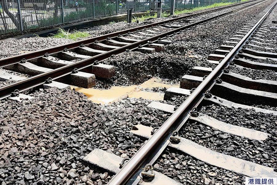 港鐵回應水管爆裂致列車延誤 預期黃昏前修復