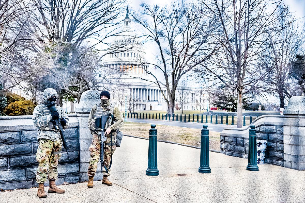 據最新統計,近期,國民警衛隊進駐DC,至少花費美國納稅人5千萬美元。圖為1月28日,國民警衛隊士兵在華盛頓特區的美國國會大廈附近執勤。(Getty Images)