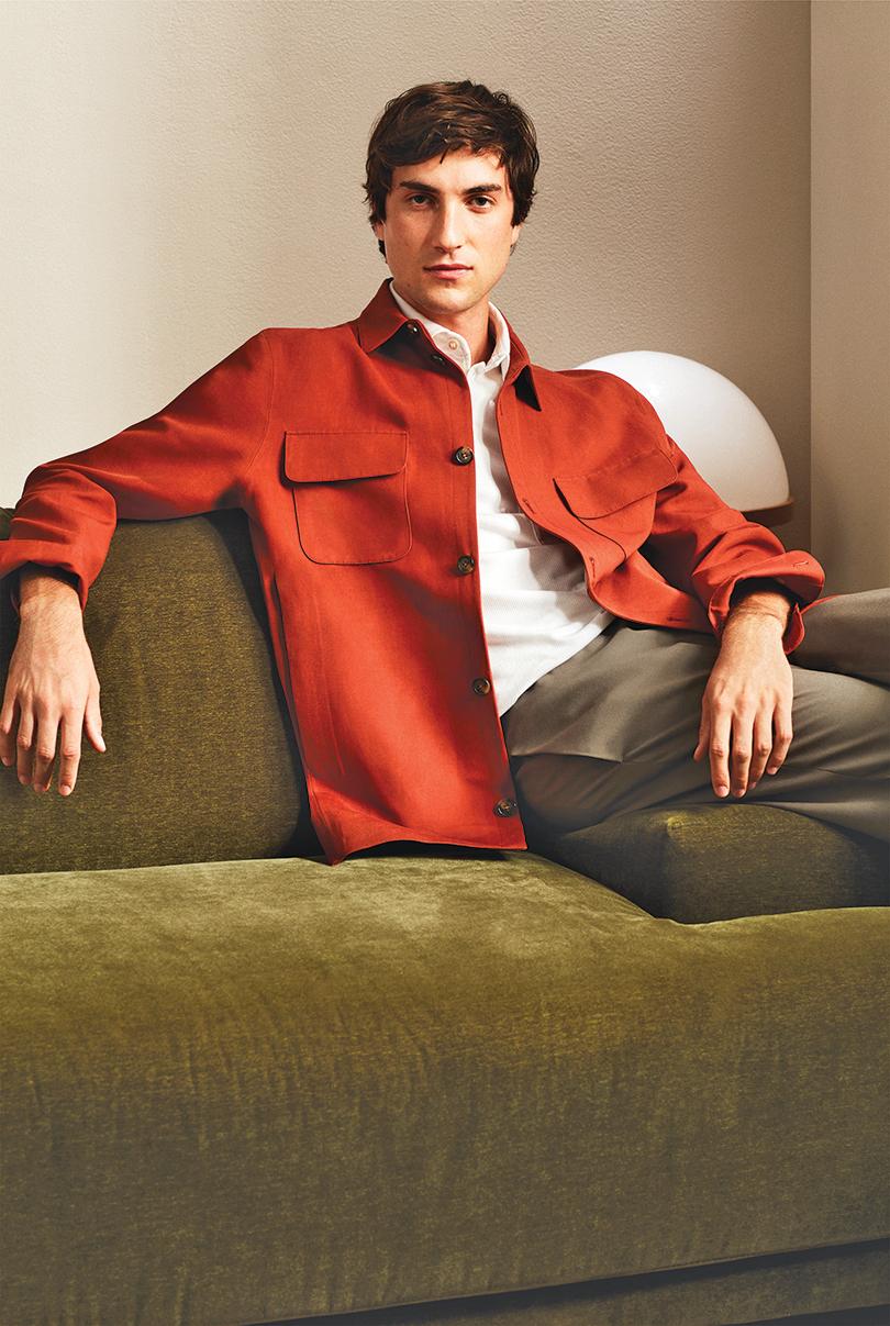 LORO PIANA推出亞麻及真絲休閒赤紅色外套。