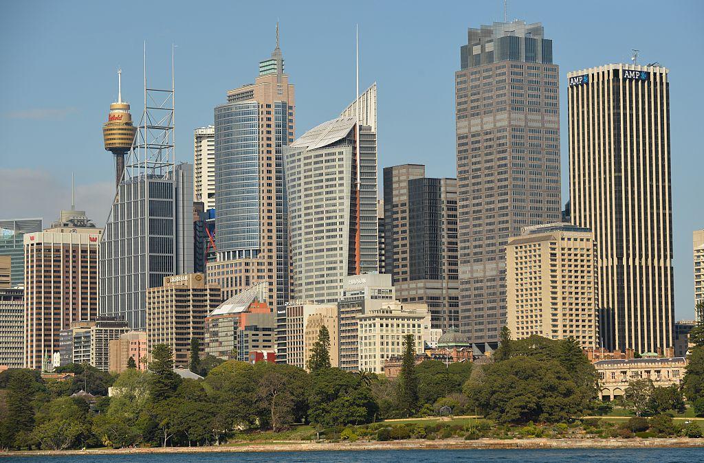 澳洲國民銀行今天(2月9日)公佈最新一系列商業統計數據,商業信心回勇,但營商環境依然艱鉅。圖為悉尼商業中心。(PETER PARKS/AFP via Getty Images)