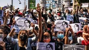 緬甸爆大規模示威 軍政府戒嚴 突襲民盟總部