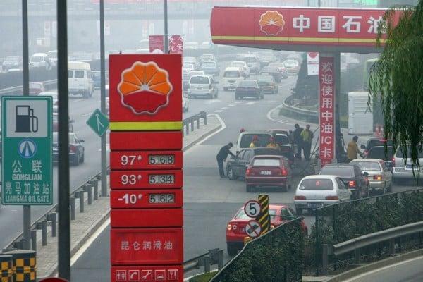 中石油今年上半年淨利潤比去年同期下跌近98%。(FREDERIC J. BROWN/AFP/Getty Images)
