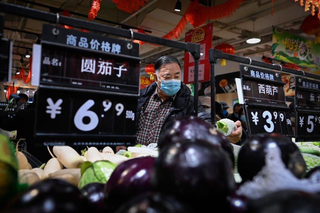 繼11月中國錄得0.5%通縮,1月份再次錄得0.3%通縮。圖為北京的一所的超市。(WANG ZHAO/AFP via Getty Images)