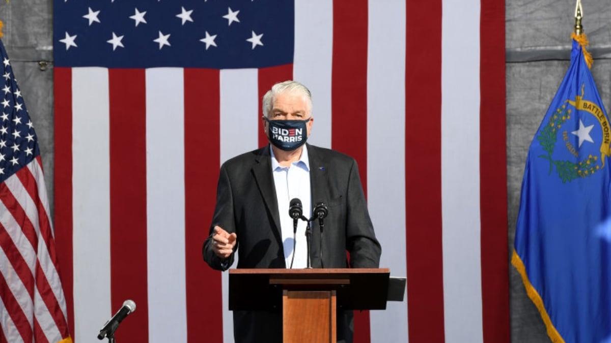 2020年10月2日,美國內華達州州長西索拉克在拉斯維加斯的選舉活動上發表講話。(Getty Images)