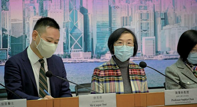 食物及衛生局局長陳肇始表示,疫情如沒有重大變化,政府會由18日有條件放寬對食肆和表列處所的限制。(郭威利/大紀元)