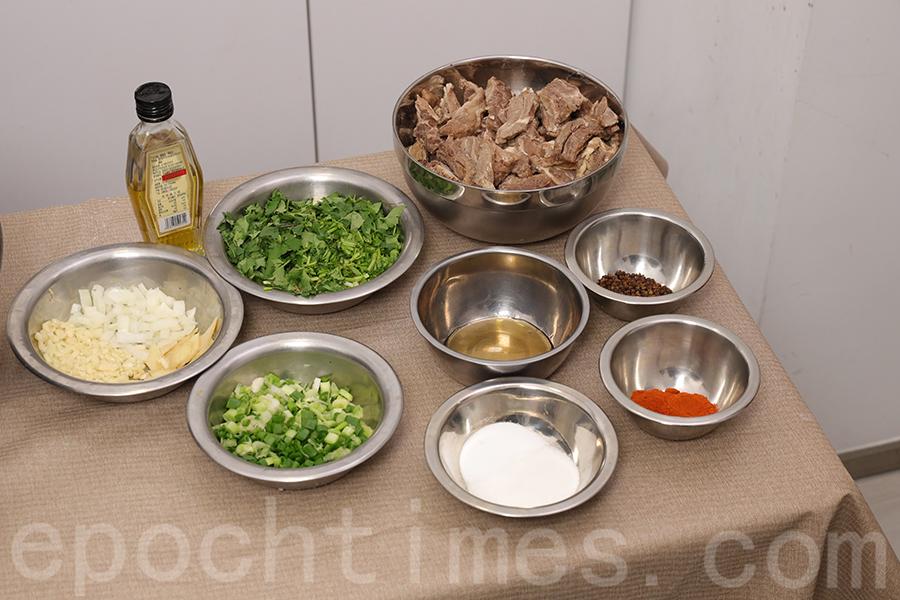 「芫荽麻辣牛肉」材料(四人份量)。(陳仲明/大紀元)