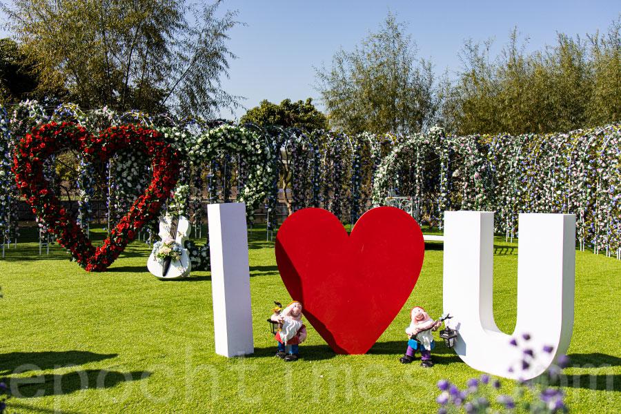 元朗信芯園農場巨型的「I Love You」裝置。(陳仲明/大紀元)