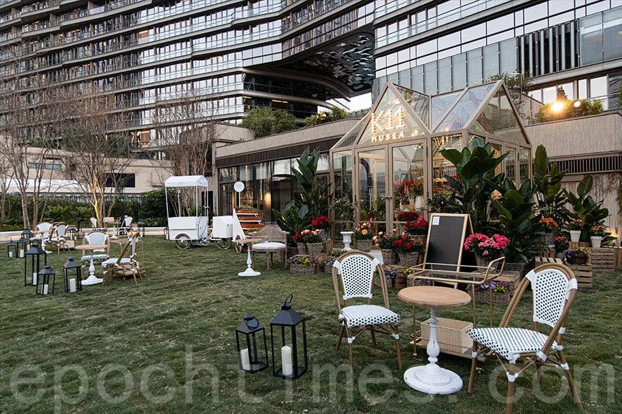 尖沙咀K11 MUSEA的七樓空中花園設有期間限定的充滿法式風情的玻璃溫室。(陳仲明/大紀元)