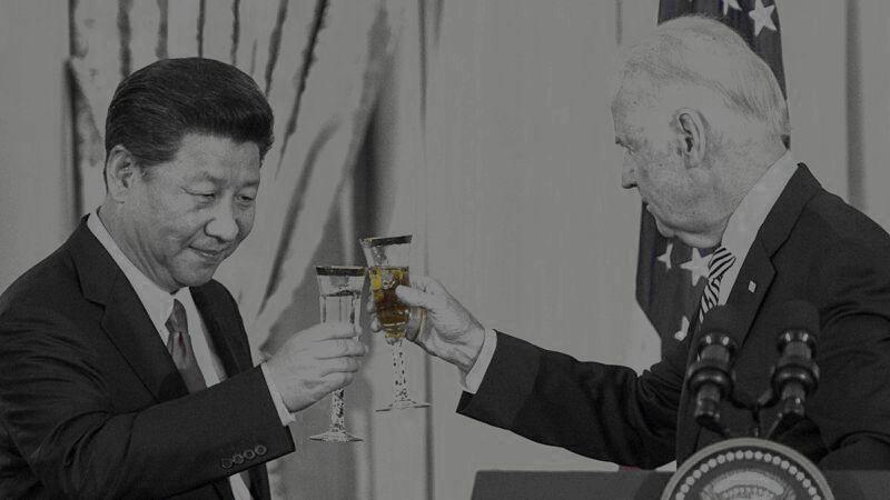 2月11日上午,美國總統拜登(Joe Biden)與中共領導人習近平進行了其上任後的首次通話,交談了兩個小時,針對敏感的台灣、香港等議題,拜習雙方各說各話。圖為2015年9月25日,習近平在美國與拜登會面。(PAUL J. RICHARDSAFP via Getty Images)
