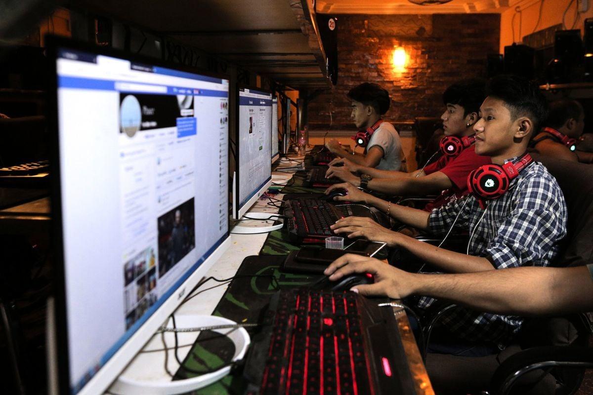 在Twitter和Facebook等社交媒體平台上,建立中共官媒的帳號,同時又掩蓋官方身分,這些帳號的追隨者通常在北美和西歐以外。(SAI AUNG MAIN/AFP via Getty Images)