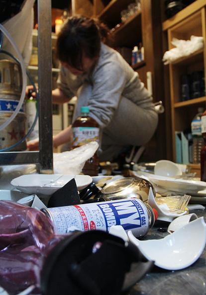日本昨天(13日)於當地時間23時08分發生7.3級大地震。7個縣合共錄得逾100人受傷的報告,超過90萬戶一度停電。(JIJI PRESS/AFP via Getty Images)