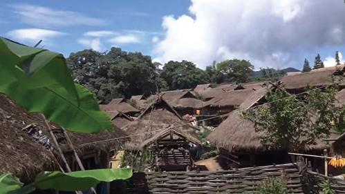 中國最後一個原始部落大火 400年茅屋燒光