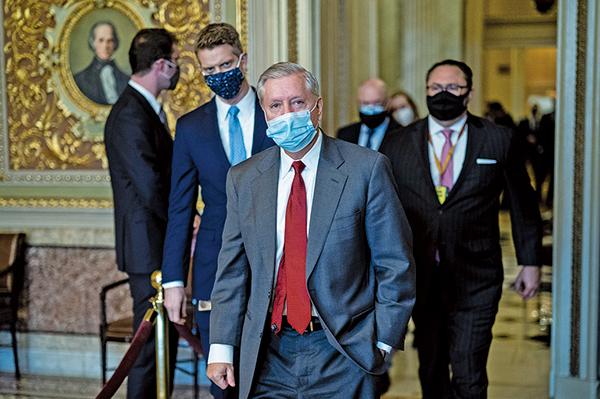 參議員格雷厄姆(前)表示,特朗普將幫助重建共和黨。(Photo by Jabin Botsford - Pool/Getty Images)