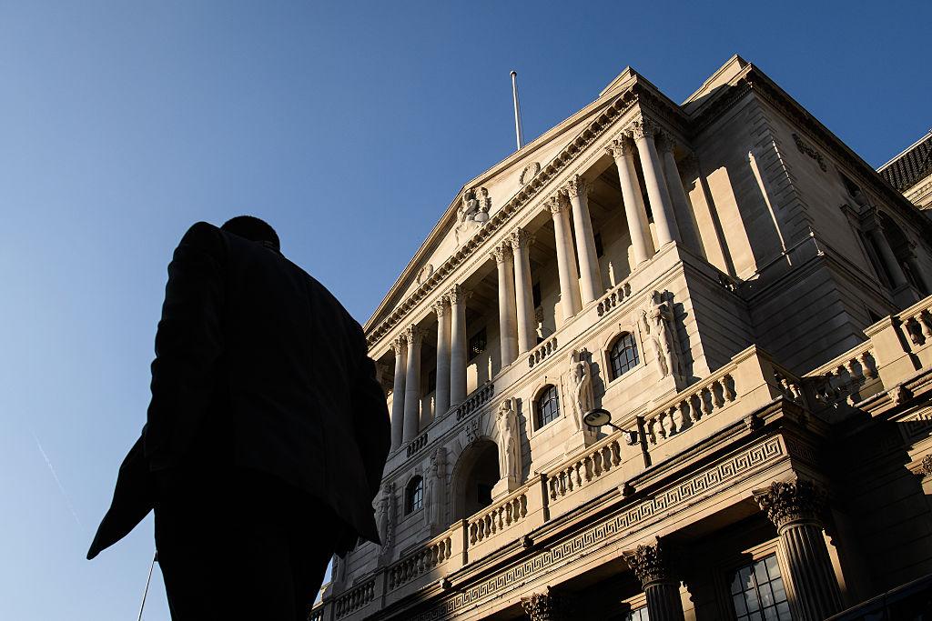 前高盛分析員及其胞兄被FCA控告作內幕交易,2月16日於英國提堂。(Leon Neal/Getty Images)