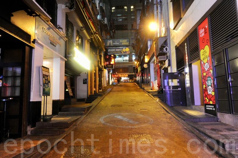 酒吧復業遙遙無期,香港調酒師工會一項調查發現,76.5%受訪調酒師每周須放無薪假。工會主席侯翠珊相信,大多難酒吧以經營下去,形容中環至少五分之一的酒吧將結業。(大紀元資料圖片)