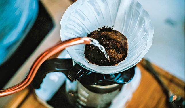 水和咖啡粉的比例以1:16~1:18的水粉比例為佳。