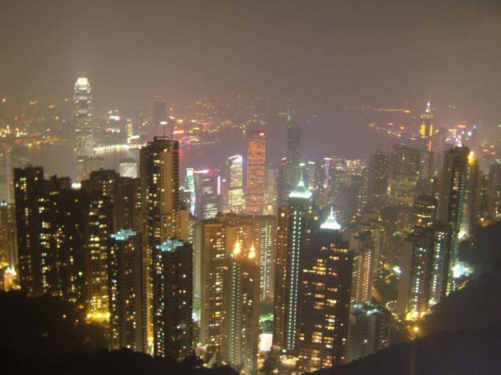 從太平山頂眺望炫麗壯觀的香港夜景。(李大衛/大紀元)