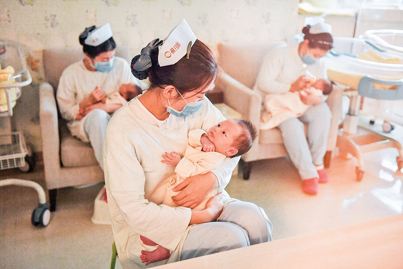 中國新出生人口連年呈斷崖式下跌,其危機遠超歷史上由戰爭瘟疫造成的人口劇減。2016年實施二胎政策以來也未見起色。圖為2016年12月北京的一個月子中心。(Getty Images)
