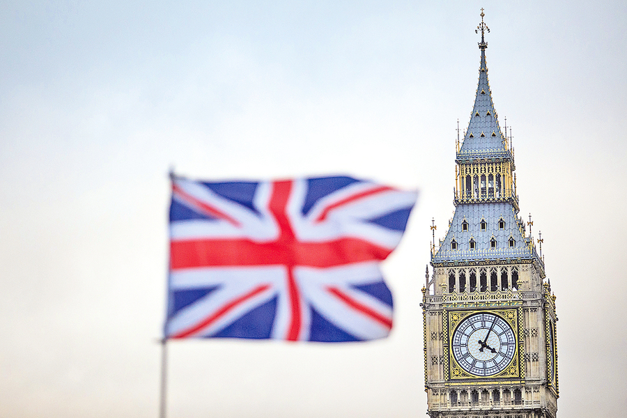 英國放寬BNO持有人移民限制,容許持有BNO的港人申請居留簽證。英媒報道指,計劃開始首兩周便有近5,000人申請。(Getty Images)