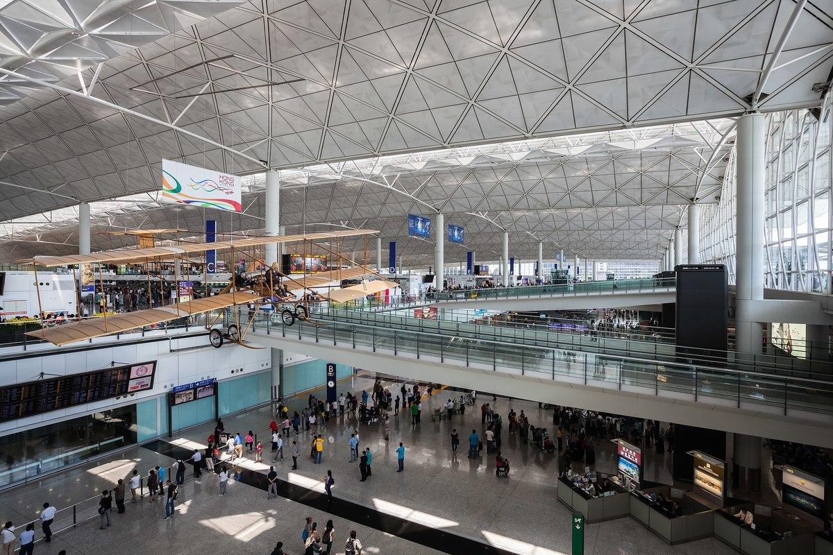 港府提出修訂《入境條例》,此作為令港人擔憂出入境自由受到限制。圖為香港國際機場離港大堂。(維基百科截圖)