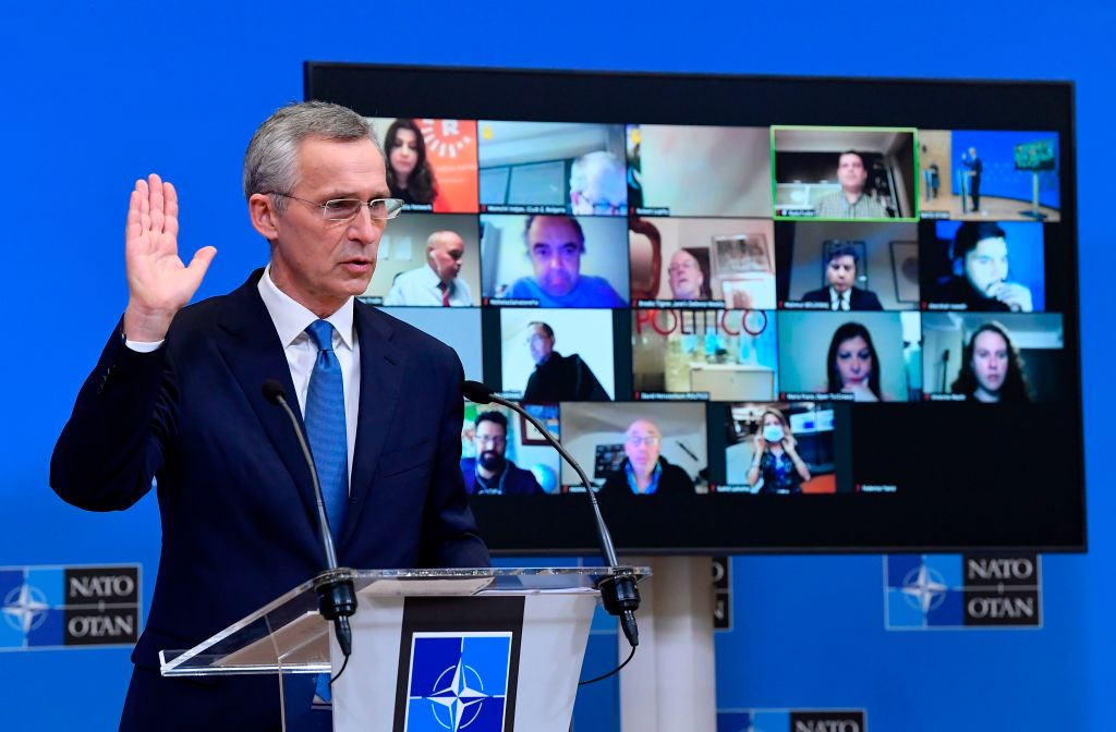 北大西洋公約組織(NATO)成員國國防部長會議2月17日以影片方式召開,討論的一個主題是如何共同應對中俄的安全挑戰。這是拜登政府上台後的北約首次國防部長會議。圖為北約秘書長斯托爾滕貝格(Jens Stoltenberg)。(JOHN THYS/POOL/AFP via Getty Images)
