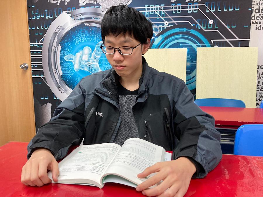 曾郁翔學中文重在閱讀,學會找重點。(受訪者提供)