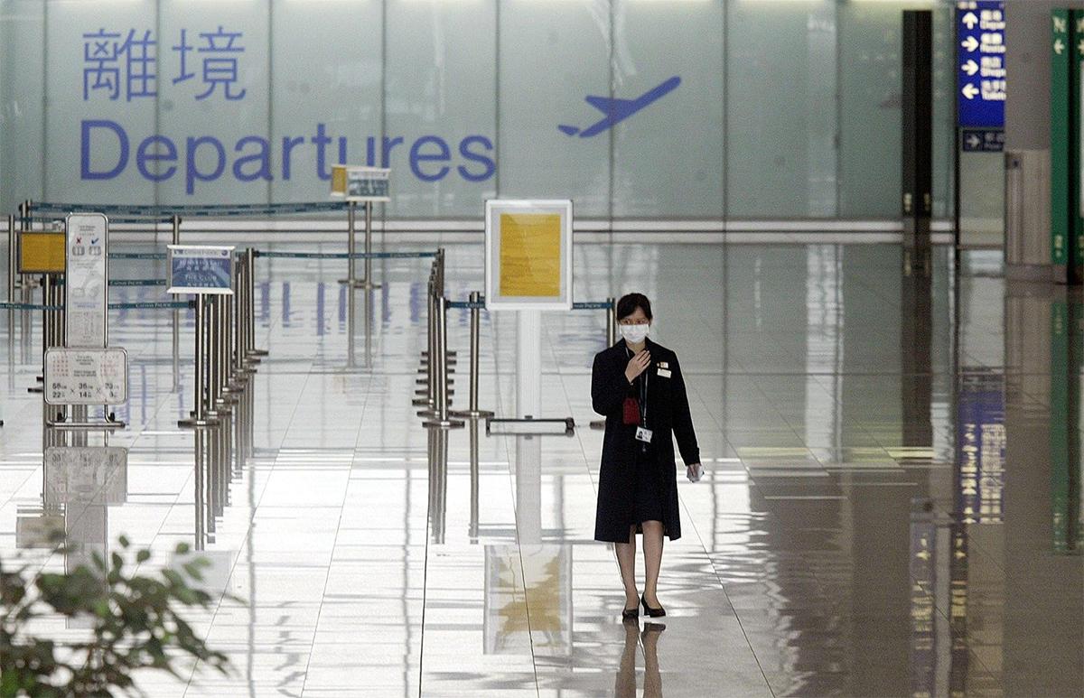 政府統計處昨日公佈,去年年底本港人口臨時數字為747萬,較2019年年底減0.6%。香港居民淨移出高達49,900人。(PETER PARKS/AFP/Getty Images)