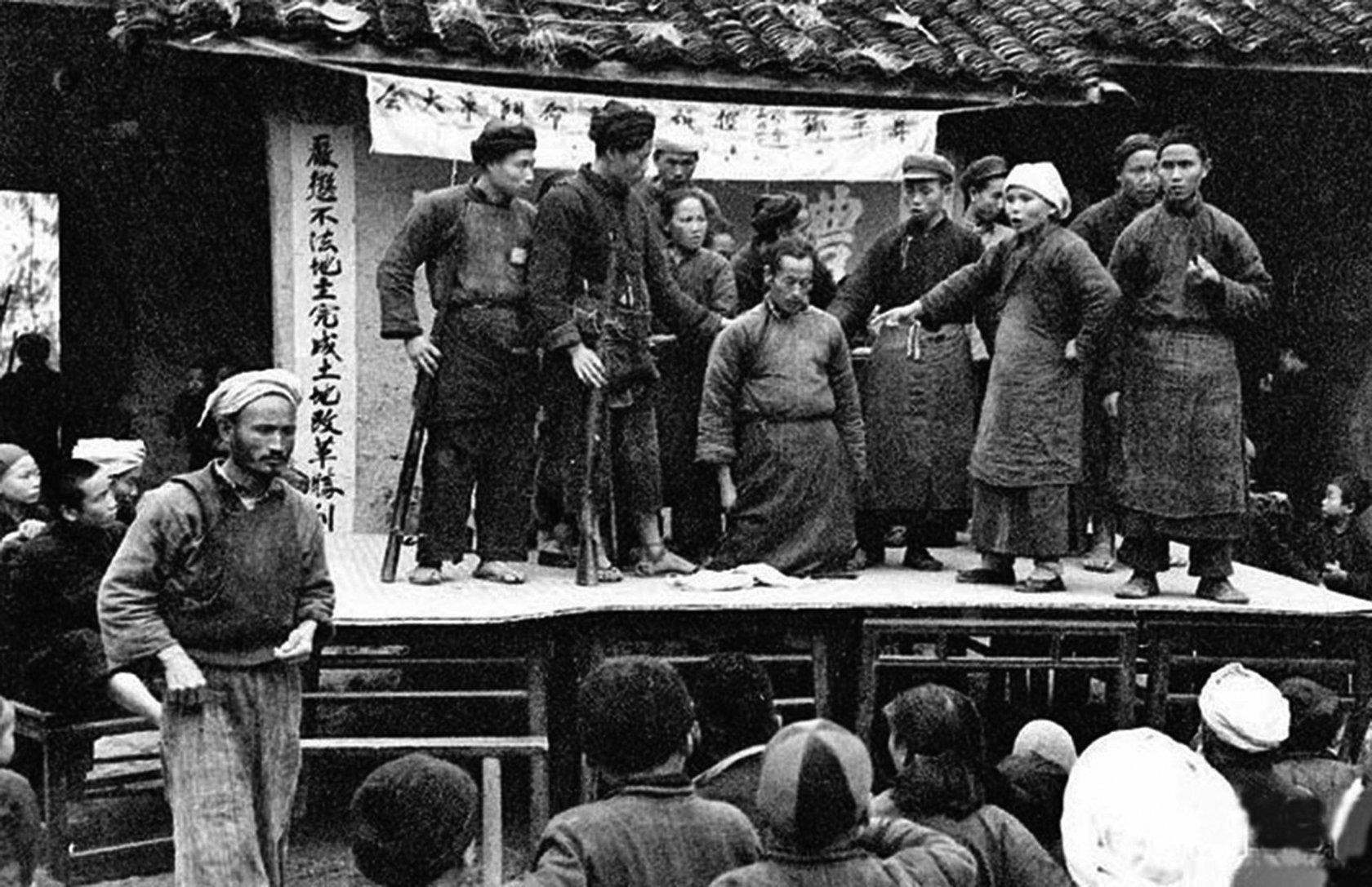 1966年5月16日,「文化大革命」全面啟動。文韜武略、為黨國立下汗馬功勞的大員幾乎被一網打盡,肉體和尊嚴一起被摧毀。上至將相下至庶民及至「牛鬼蛇神」,無一倖免。(網絡圖片)