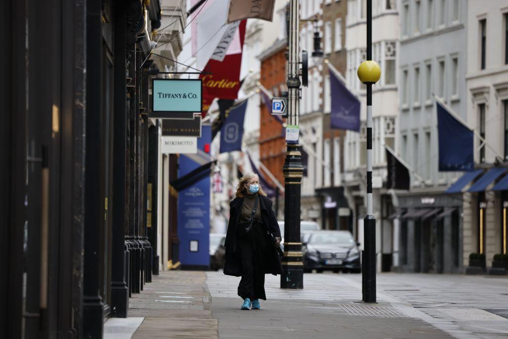 英國今天(2月19日)公佈1月零售銷售大幅倒退8.2%,網購佔比刷新高。(TOLGA AKMEN/AFP via Getty Images)