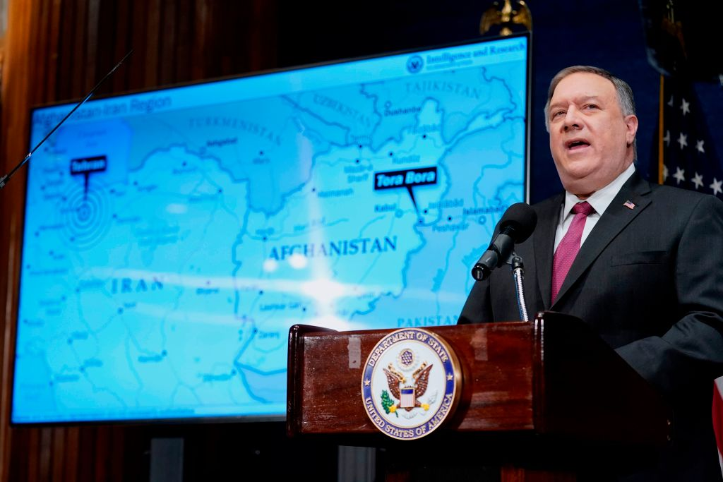 美國前國務卿蓬佩奧於2月18日再次讚揚特朗普政府對中東地區做出的「歷史性」貢獻。表示現在沒有人能無視伊朗對以色列、海灣國家和美國的威脅。圖為1月12日蓬佩奧在華盛頓的公開演講。(ANDREW HARNIK/POOL/AFP via Getty Images)